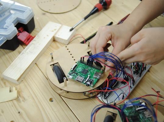女性のための電子工作教室の画像