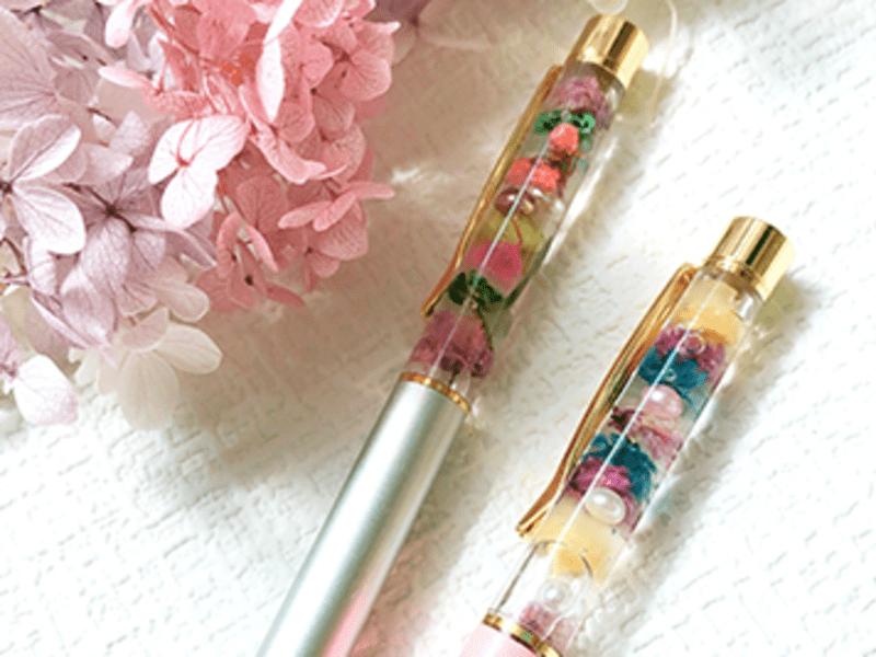 可愛くて実用的!ハーバリウムペンとハーバリウムの画像