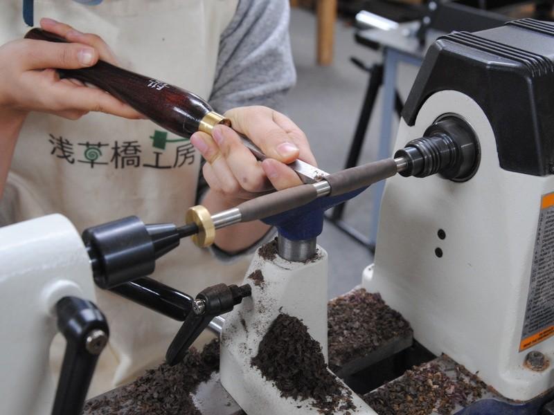 木のボールペンを作る(木工旋盤体験)の画像