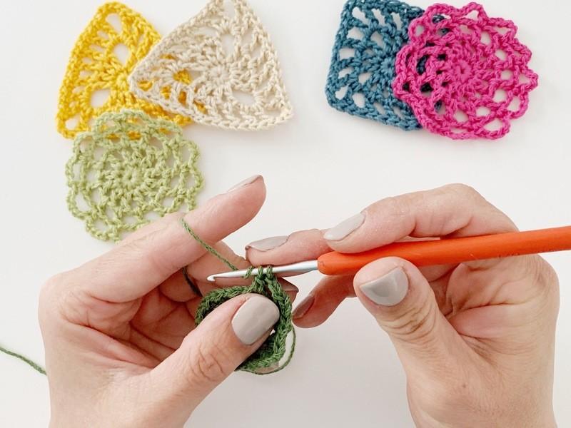 三角のモチーフを編む、初めてさんの為のかぎ針編みワークショップの画像