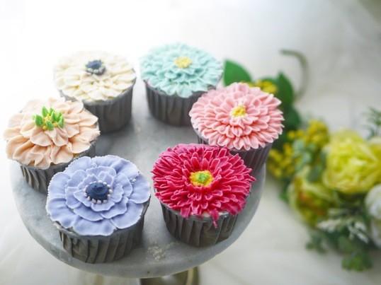 初心者歓迎♡ あんフラワーカップケーキ 1dayレッスンの画像