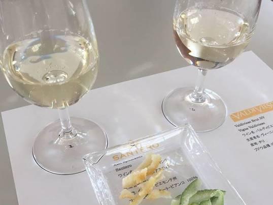 ベーシックな白ワインと料理と楽しむの画像