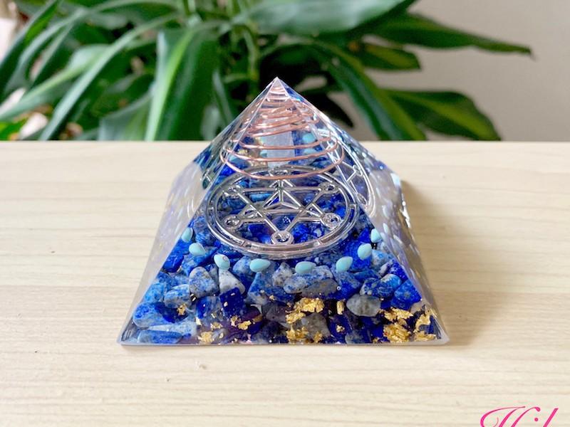 幸せを引き寄せるピラミッド型Happyオルゴナイトの画像