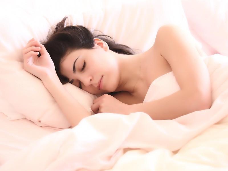 心地良い眠りのためのアロマテラピーとヨガの画像