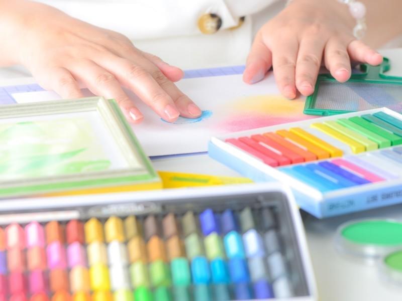 色で遊ぼう!パステルアート体験会の画像