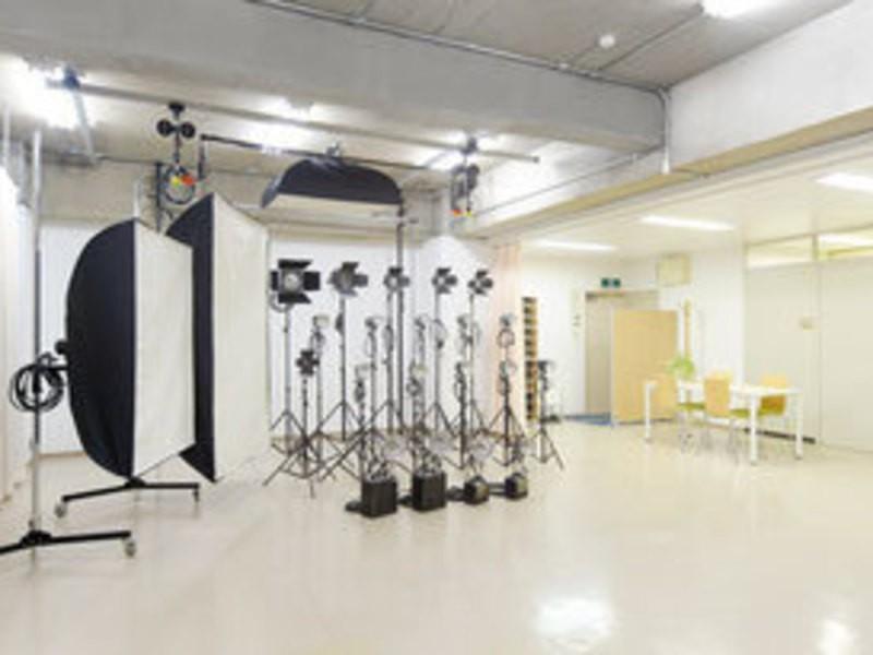 商品撮影コース2-4「腕時計」の撮影に挑戦。照明・撮影講習会の画像