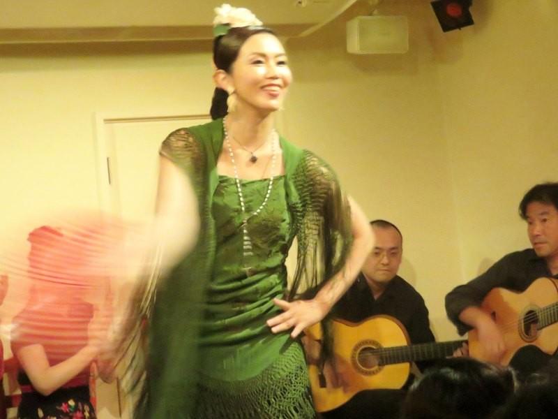 フラメンコ「グアヒーラ」を踊るクラスの画像