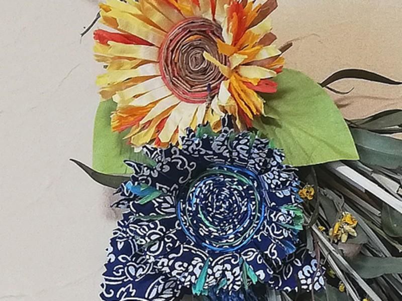 二種の和紙で作る向日葵とドライフラワーのスワッグの画像