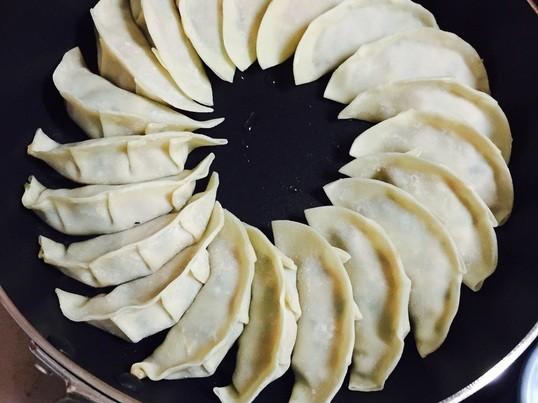 【餃子会】皮から手作り‼️ 男の手料理こだわり餃子作り体験と試食会の画像