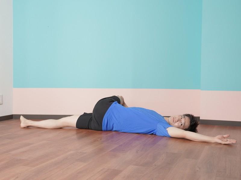 """夜寝る前の""""ベッドヨガ"""" 肩こり・腰痛をほぐして翌朝は体スッキリ!の画像"""