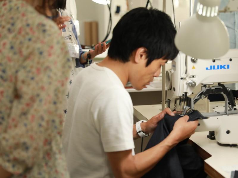 ジーンズ縫製職人体験の画像