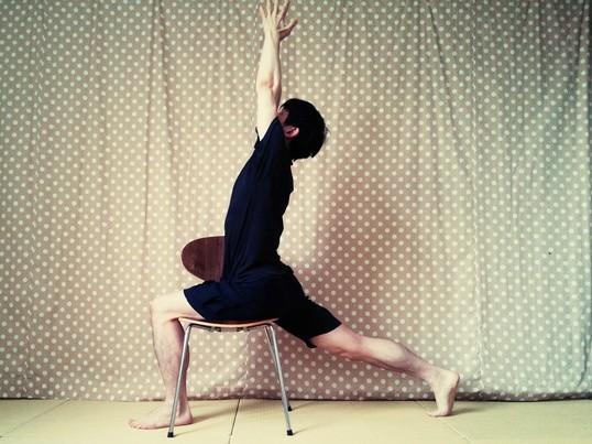 【表参道でチェアヨガ】椅子を使うので誰でも楽にヨガを楽しめます!の画像