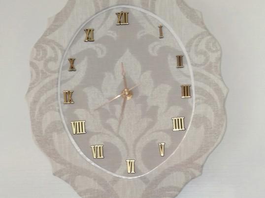 初めて作る方にも安心♪キットで作るカルトナージュの壁掛け時計作りの画像