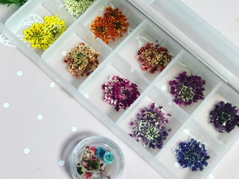お花大好きな方へ花柄押し花ネイル体験の画像