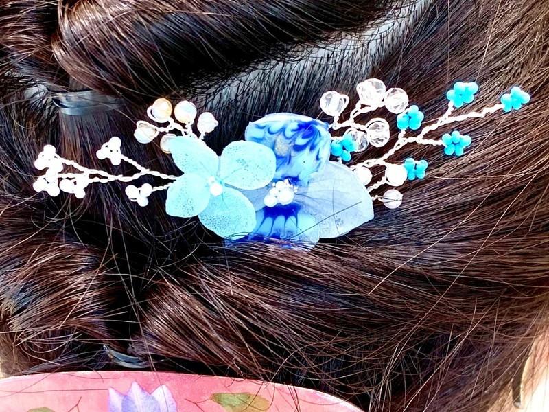本物お花とビーズのヘアコームの画像