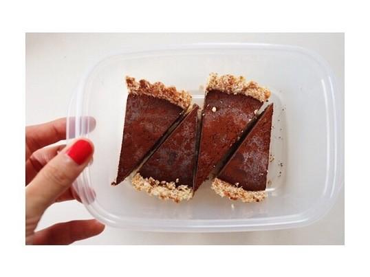 焼かないチョコレートケーキ作りの画像
