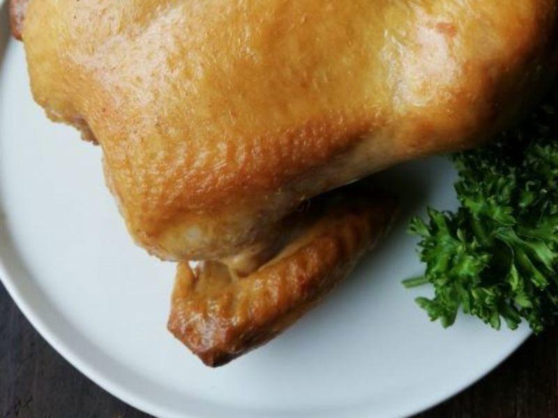 【東京】チキンハムから丸鶏まで!3種のスモークチキンを作る鶏肉特集の画像