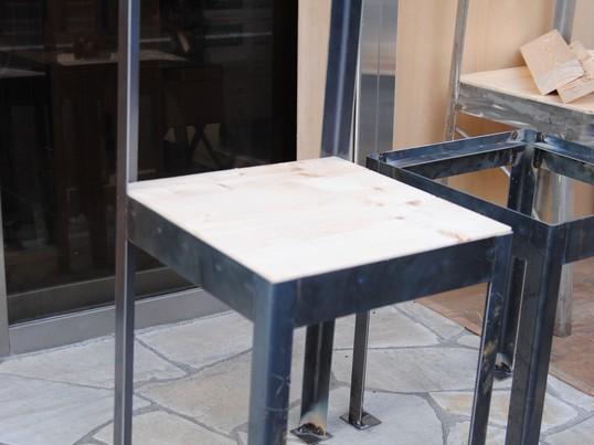 溶接をして椅子を作るの画像