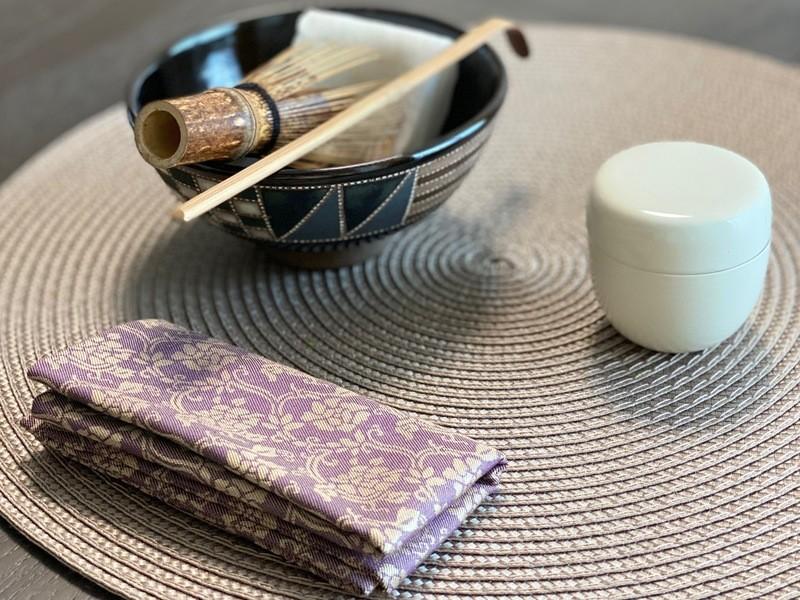 椅子に座って茶道を愉しむ「テーブル茶道」体験〜おもてなし茶の湯〜の画像