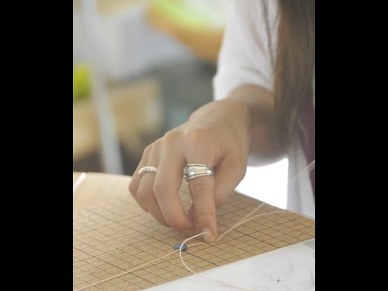 マクラメアクセサリー。巻き結びの練習になるブレスレットCの画像