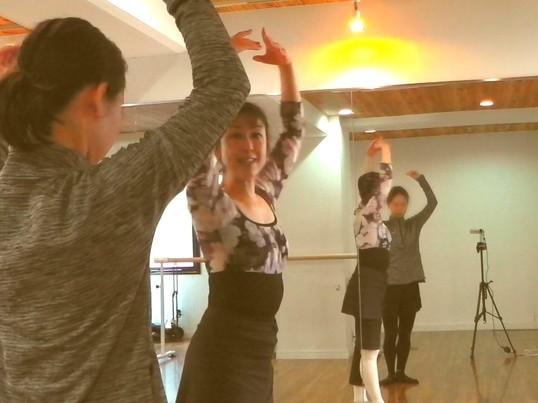 【超初心者さん】大人クラシックバレエ少人数 木曜日夜 梅田徒歩4分の画像