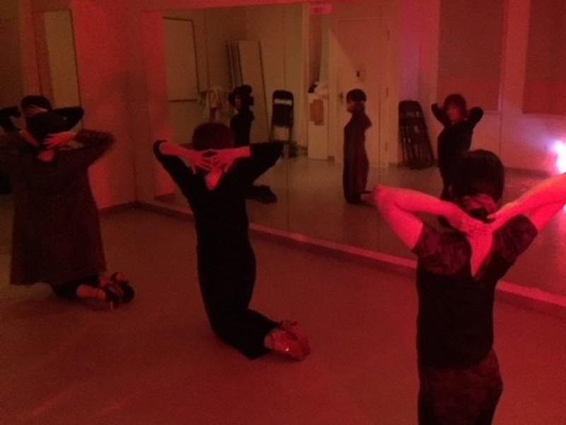 オンラインバーレスクダンスの画像