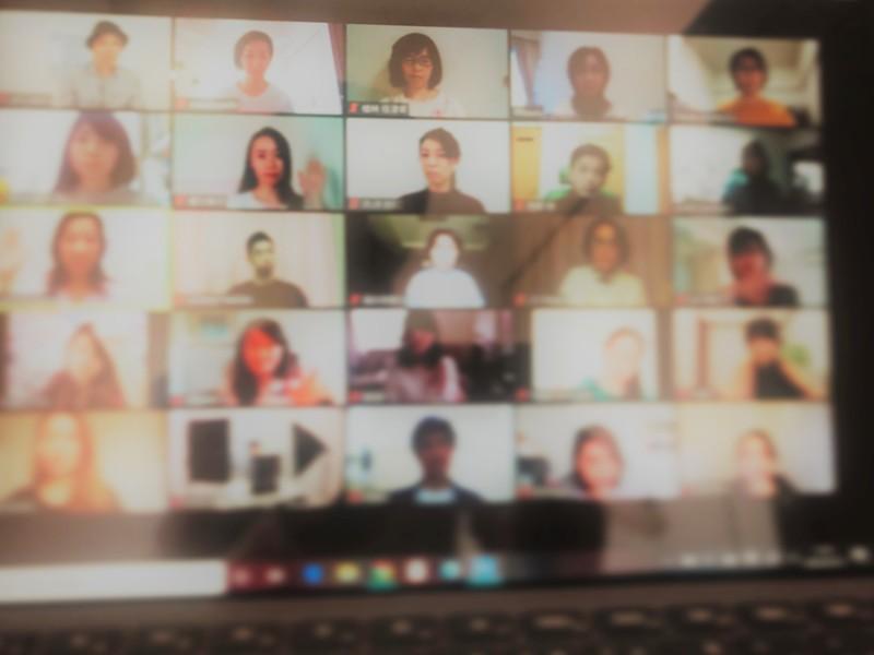【オンライン教室】目線に画面を置いて参加できる椅子ヨガタイムの画像