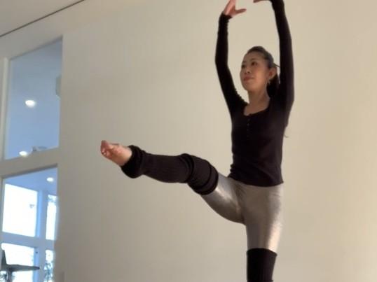 オンラインバレトン40分+ヨガストレッチ 裸足でバレエエクササイズの画像