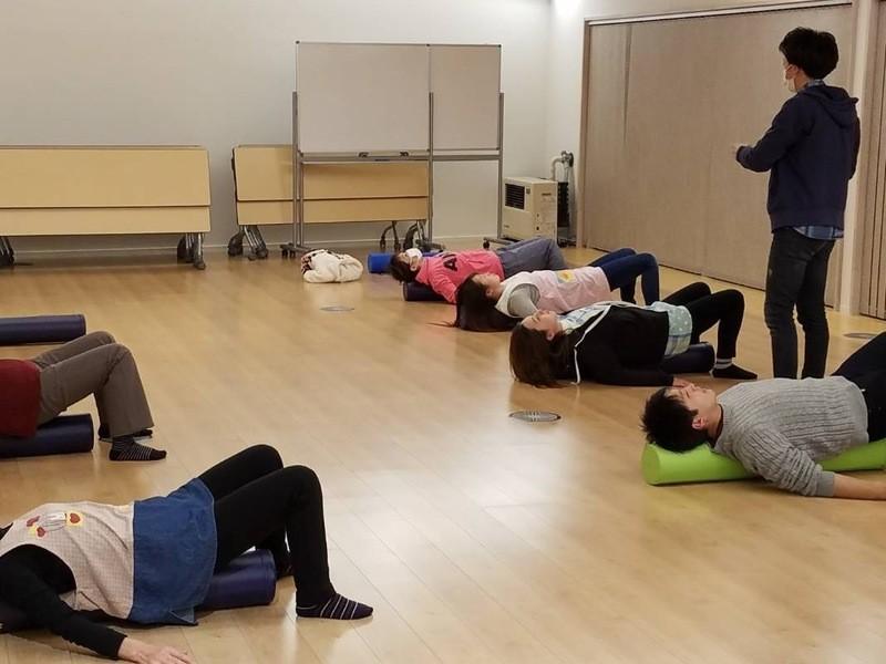 ストレッチポールを使って運動不足解消!姿勢の改善、コリを解消の画像
