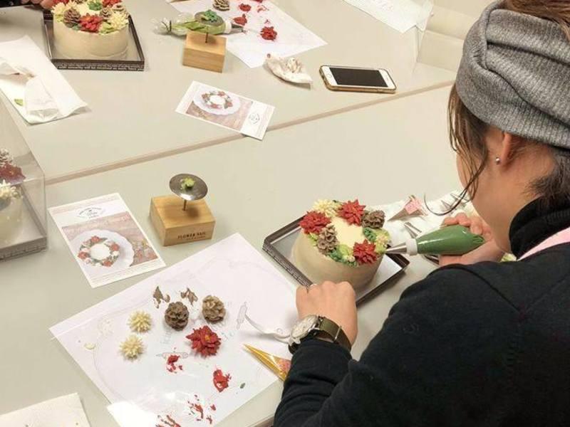 フラワーカップケーキのデコレーションを学ぼうの画像