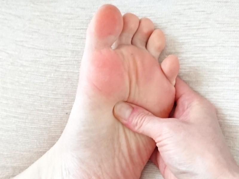 腰痛・肩こり・膝痛/その痛み実は足裏の歪みに原因あり!足もみケアの画像