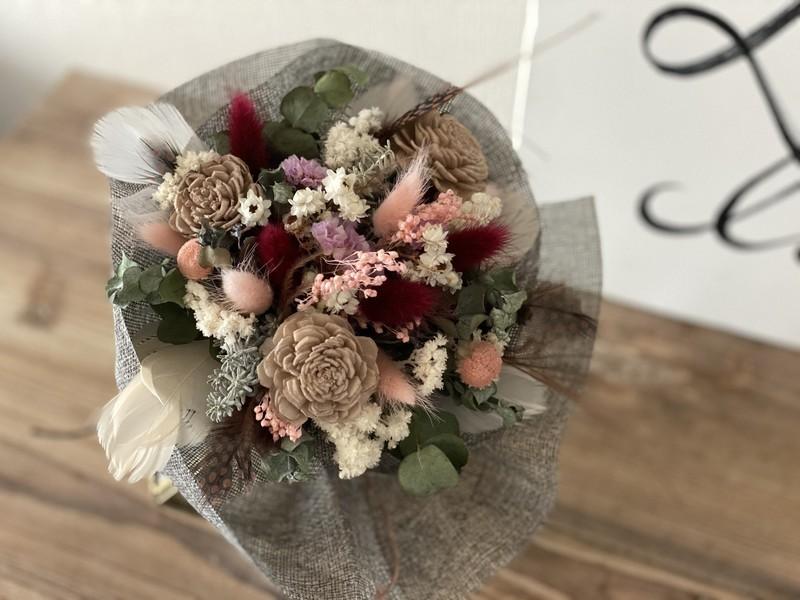 花びんに入れるだけでおしゃれに見えるラフリネンのドライフラワー花束の画像