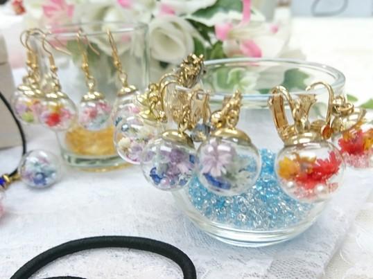 【きらきらガラスドームアクセサリー】お花を身に着けて女子力アップ♪の画像