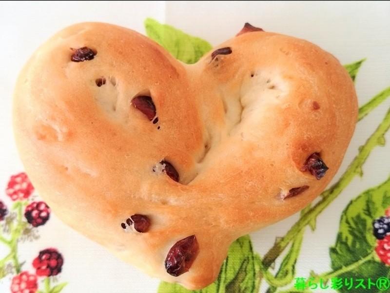 変わった成型も楽々1時間で焼ける甘酸っぱいハートクランベリーパンの画像