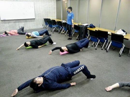 寝て動くだけでゆがみ解消! 姿勢改善ストレッチポール教室の画像