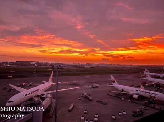 ジェットストリーム 夜の空港で幻想的な写真を撮ろう。初心者向けの画像