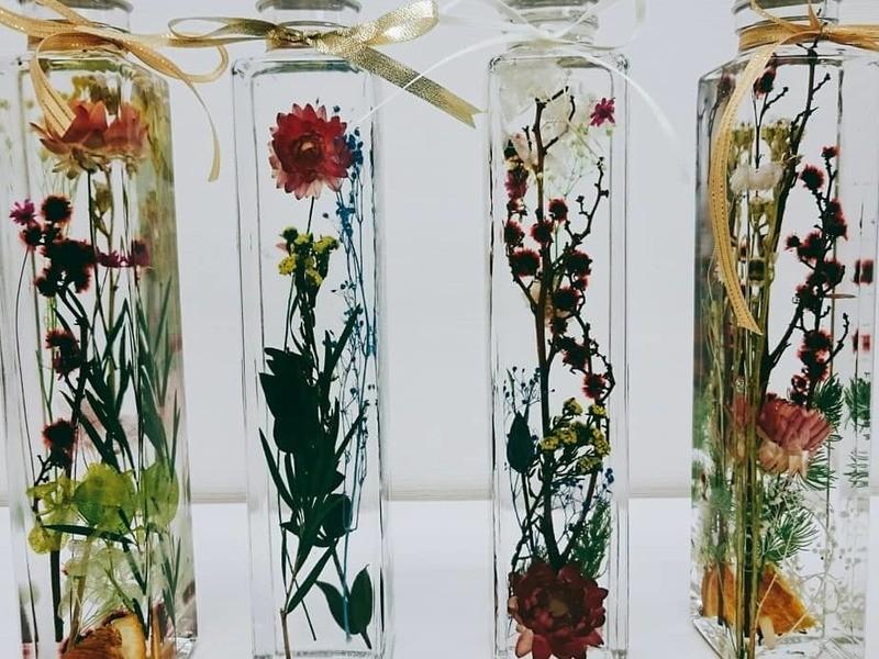 2本作成今大注目美しい色彩と光を閉じ込めたガラスの世界ハーバリウムの画像