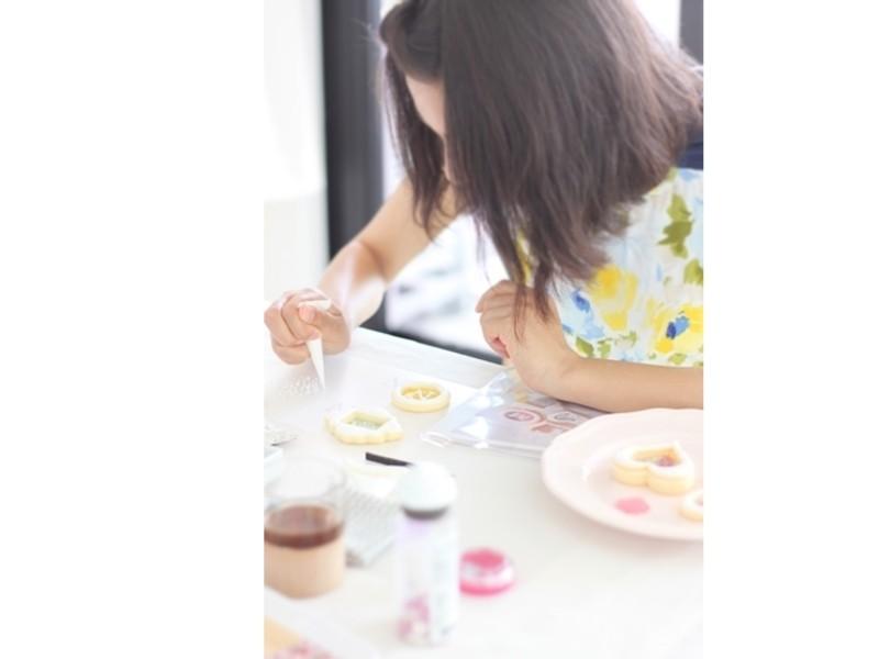 ゴールドの文字の作り方と身近な道具でフリルのお花の画像