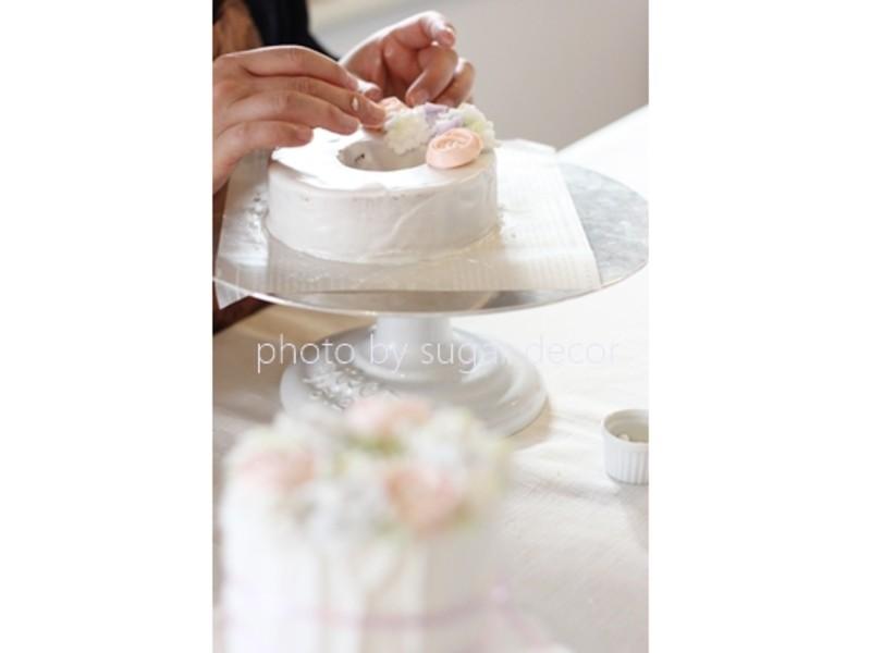ジオードでゴージャスなハロウィンケーキの画像