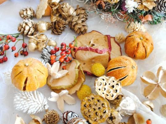 来年に幸せを繋ぐクリスマスリースの画像