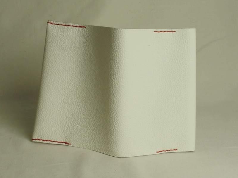 しばらくお休みさせて頂きます。雰囲気のあるシンプルなブックカバーの画像