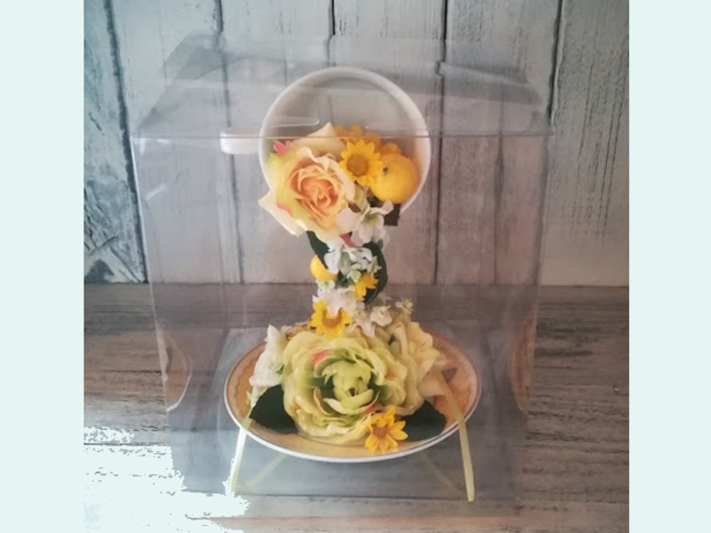 【ストアカ×近鉄百貨店】宙に浮いているティーカップフラワーアレンジの画像