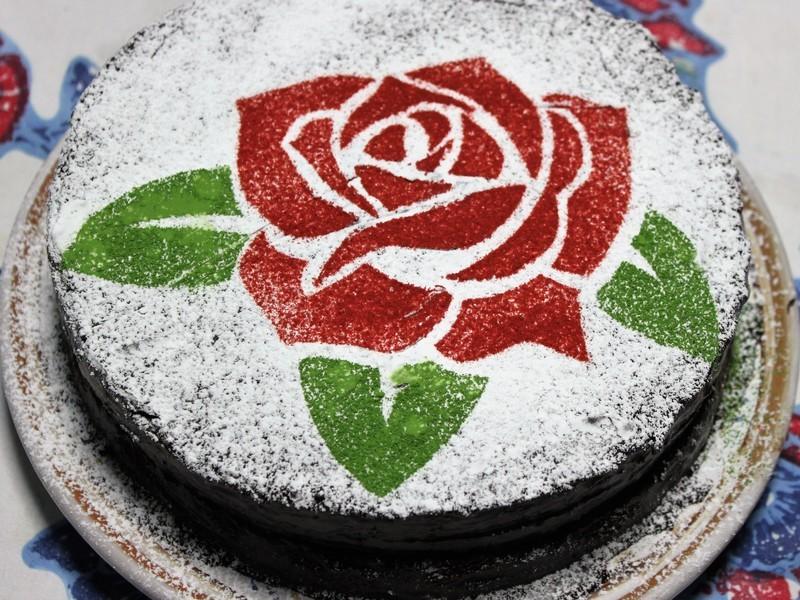キレイでかわいい美味なチョコレートケーキ!さあ作っちゃいましょう!の画像