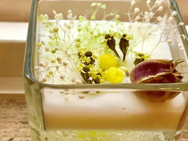 本物の花を詰め込んで、キラキラ輝くアロマグラスをつくろうの画像