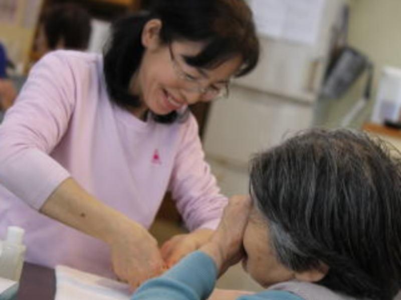 大切な人を癒すふれあい療法 ハンドマッサージ資格講座 の画像