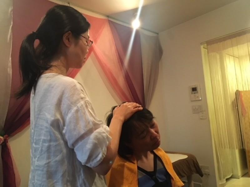 首・肩をほぐすハワイの秘技!洋服を着たままできるロミノホ2時間体験の画像