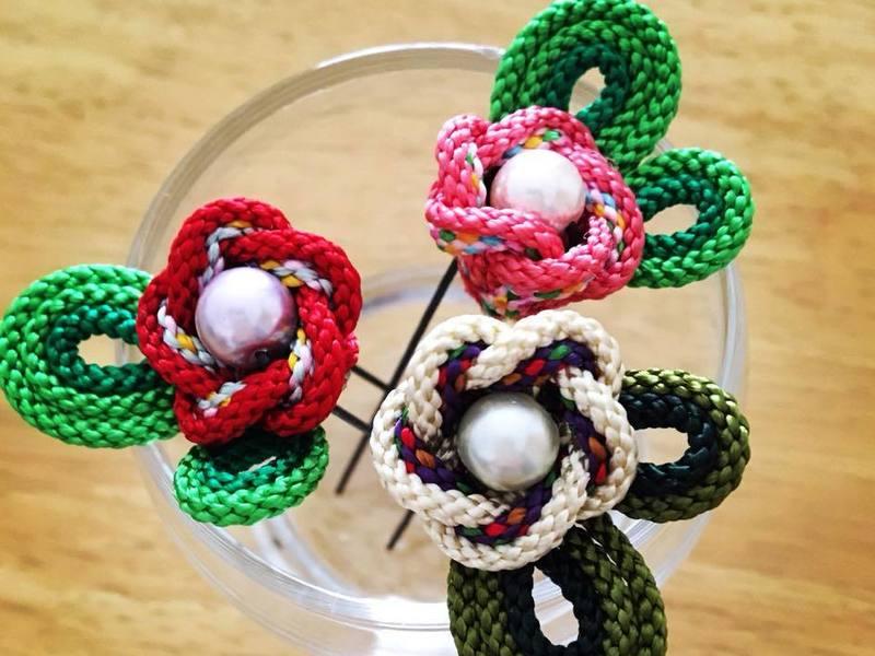 津久井紐で作るお花のUピン髪飾りの画像