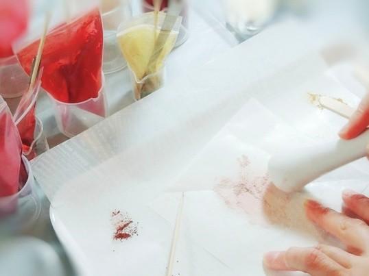 大人女子もハマる◎自分色を発見!サラふわミネラルパウダーコスメ作りの画像