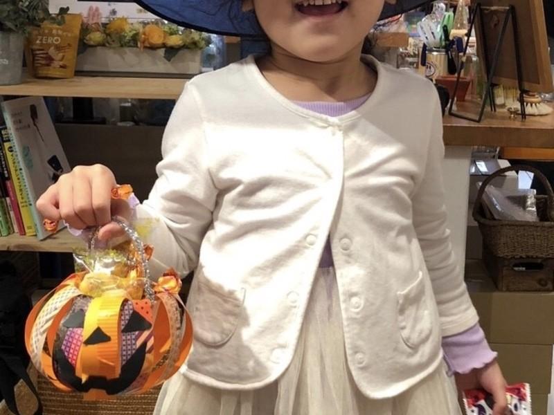 子どもが夢中になる!マステを使ったハロウィンのお菓子バックの画像