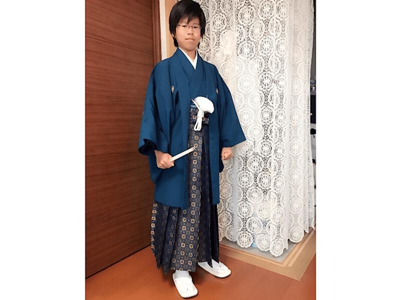 卒業式のお子様に着せる『袴着せつけコース』の画像